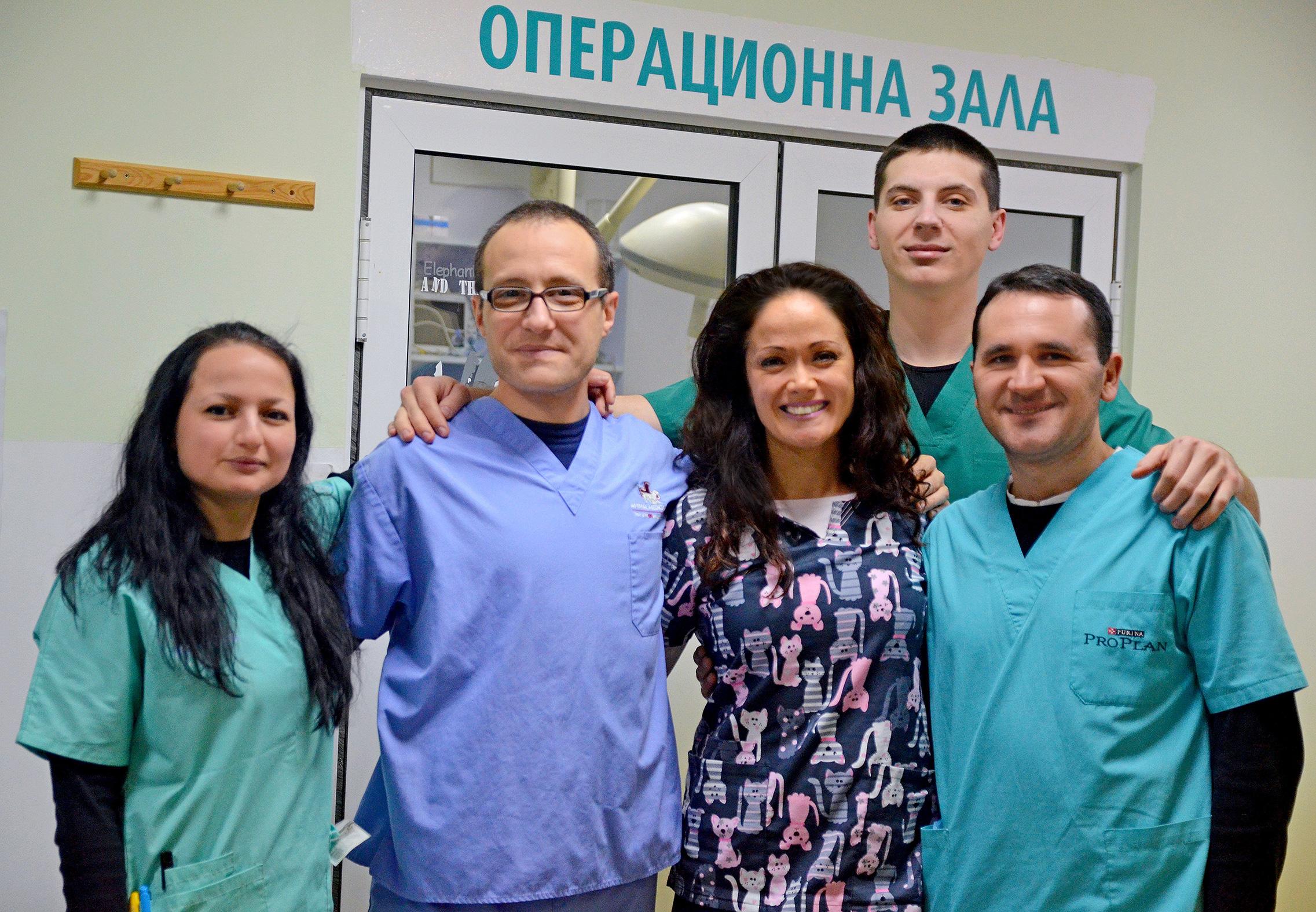 Част от екипа на Ветеринарна клиника Нова